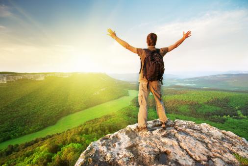 Giữ đôi mắt của bạn hướng lên bầu trời và đôi chân trên mặt đất. Tiến lên nào!