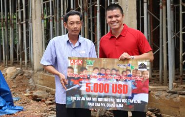 """Hình ảnh chương trình từ thiện trao tặng """"Góp kinh phí xây dựng trường"""" cho dự án nhà nội trú trường tiểu học Trà Leng, Nam Trà My, Quảng Nam"""